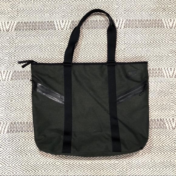 70680721eeb3 Nike Azeda Premium Tote Bag. M 5ae406b1a44dbe7771712fd0